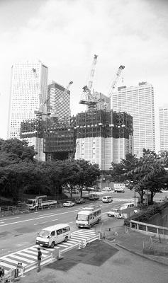 建設中の都庁舎 平成元年(1989)