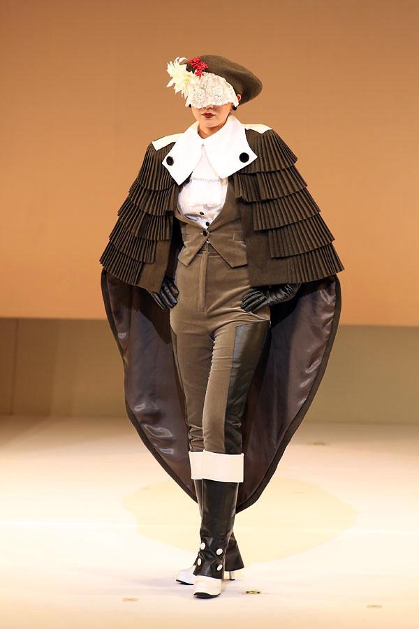 『百合』 齊藤ジェシカ/青山ファッションカレッジ
